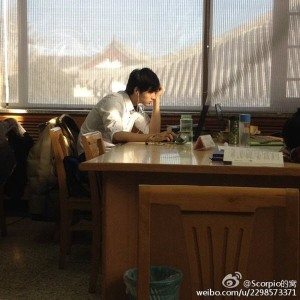peking-university-library-male-god-wei-xiaolong-03
