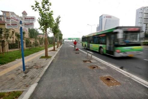 china-nanjing-bus-stop-shelters-stolen-02-600x400